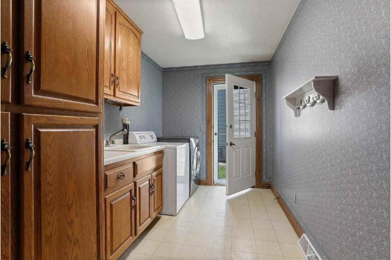 1253 Dover Lane Green Bay, WI 54313-5892 by Renard Realty $349,900