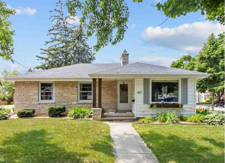 621 S Summit Street, Appleton, WI by Coldwell Banker Real Estate Group $195,000