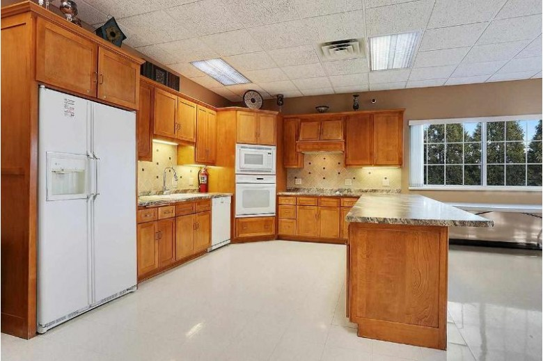 1600 Twin Lakes Circle, Green Bay, WI by Mahler Sotheby's International Realty $380,000