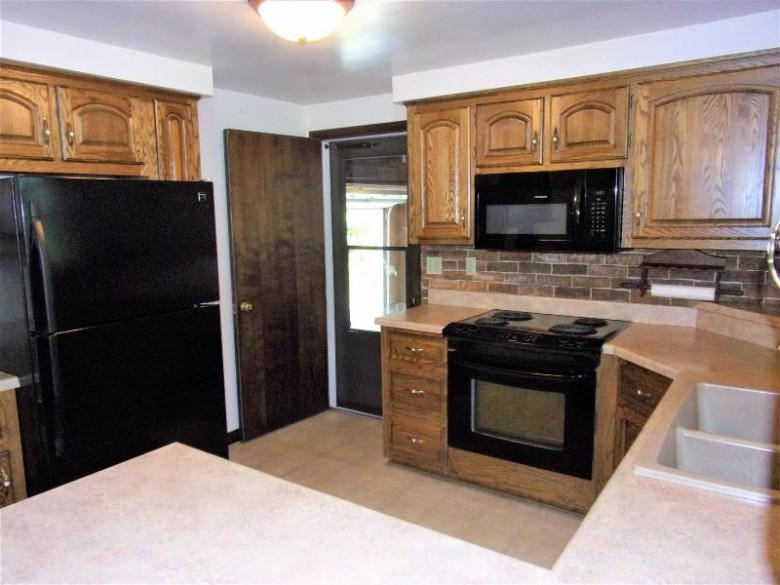 1897 Maplewood Avenue Green Bay, WI 54303 by First Weber Real Estate $215,000