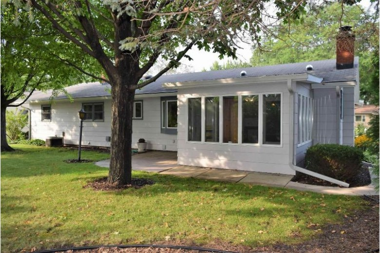 740 Meadowbrook Lane Fond Du Lac, WI 54935-2910 by First Weber Real Estate $215,000