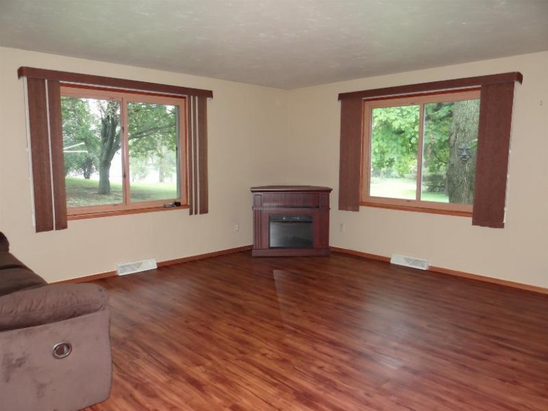 527 Grant Avenue, Omro, WI by RE/MAX 24/7 Real Estate, LLC $180,000