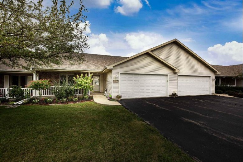 2725 Havenwood Drive E, Oshkosh, WI by First Weber Real Estate $210,000