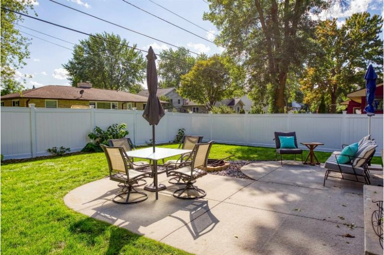 136 Anton Court Appleton, WI 54915 by First Weber Real Estate $240,000