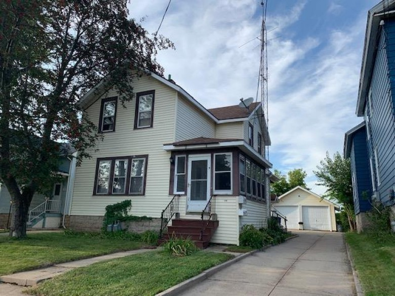 332 W 6th Avenue, Oshkosh, WI by First Weber Real Estate $135,000