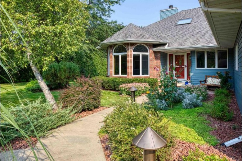 128 Old Orchard Lane Neenah, WI 54956 by Coldwell Banker Real Estate Group $389,900