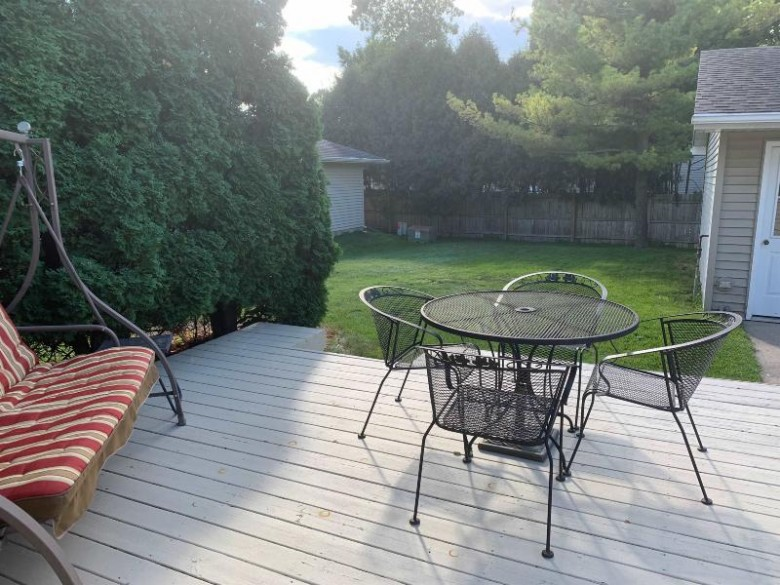 1665 Thornton Drive Oshkosh, WI 54904-8294 by First Weber Real Estate $187,900