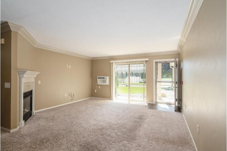 3331 N Casaloma Drive 14 Appleton, WI 54914 by Berkshire Hathaway HS Fox Cities Realty $160,000