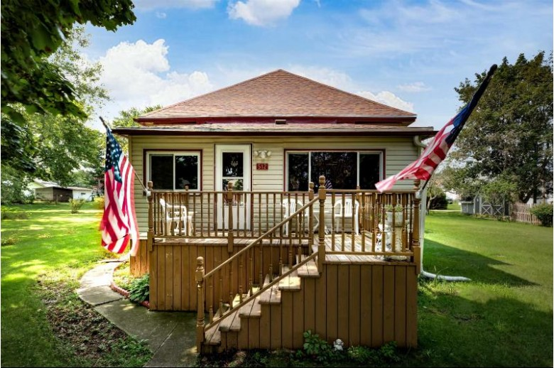 512 Laing Street Redgranite, WI 54970-9566 by First Weber Real Estate $145,900