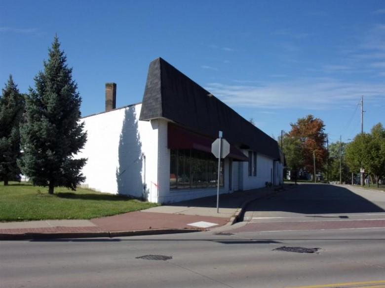 104 Clybourn Street Neenah, WI 54956 by First Weber Real Estate $250,000