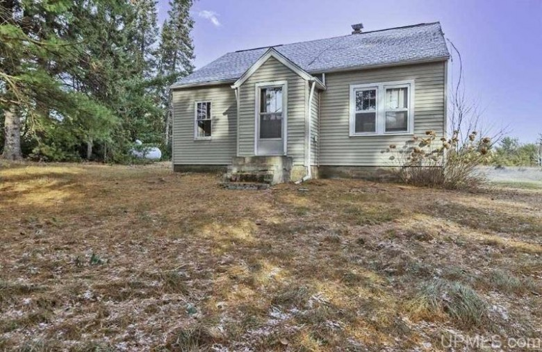 N9724 Silver Creek Rd, Crivitz, WI by Assist 2 Sell Buyers & Sellers Realty, Llc $169,900