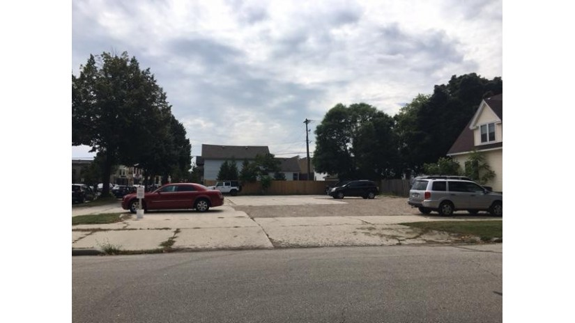 1332 N 8th St Sheboygan, WI 53081-3440 by Re/Max Universal $59,000