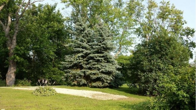 N4600 Moss RD Rubicon, WI 53035 by Re/Max Realty Center $130,000