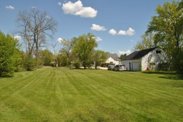 7625 W Mequon Rd, Mequon, WI 53097-3216