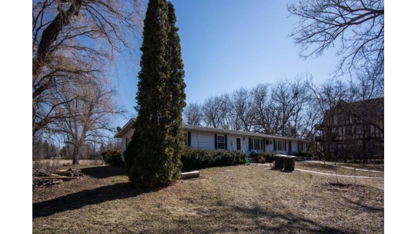 691 S Lake Shore Dr 693 Lake Geneva, WI 53147-2124 by Lake Geneva Area Realty, Inc. $699,900
