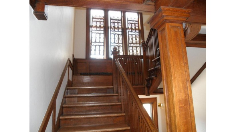 7417 Milwaukee Ave Wauwatosa, WI 53213-2203 by Jarvis Realty, Inc $415,000