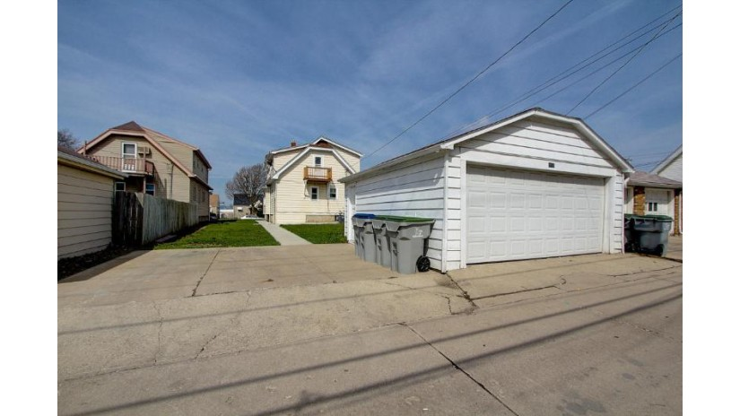 3516 S 20TH ST Milwaukee, WI 53221-1509 by Re/Max Market Place $162,000