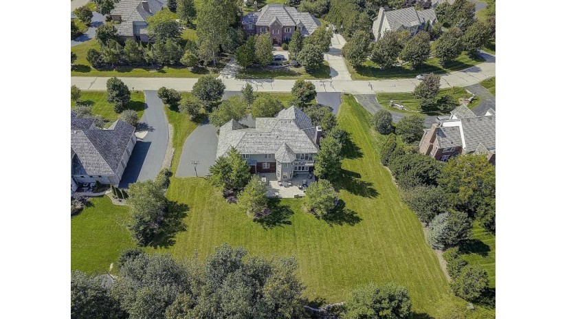 10634 N Wood Crest Dr Mequon, WI 53092 by Mahler Sotheby'S International Realty $1,199,000