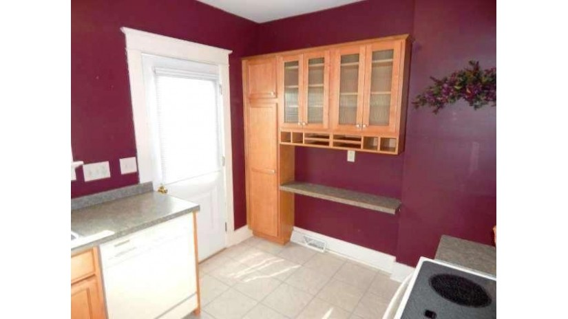 308 S 7th St 310 Watertown, WI 53094-4709 by Century 21 Endeavor $165,000