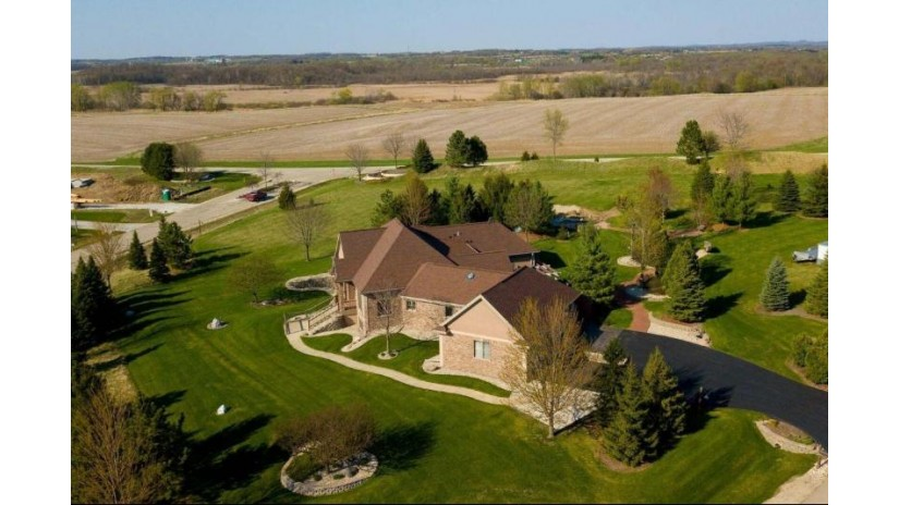 N78W37508 Tamarack Dr Oconomowoc, WI 53066-1070 by Up Real Estate Llc $799,800