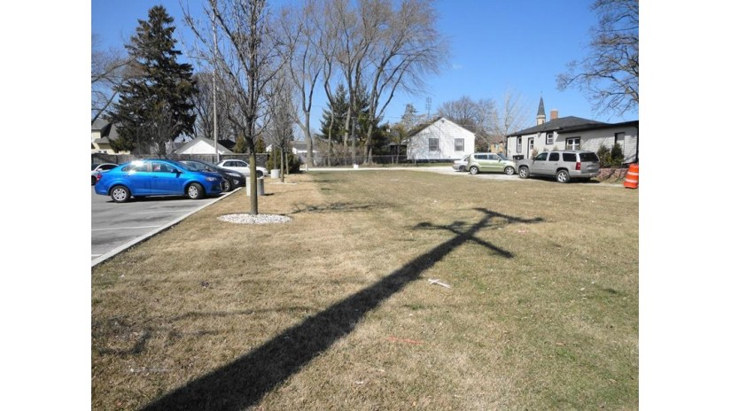 4012 75th St Kenosha, WI 53142-4310 by Coldwell Banker Real Estate One $49,900