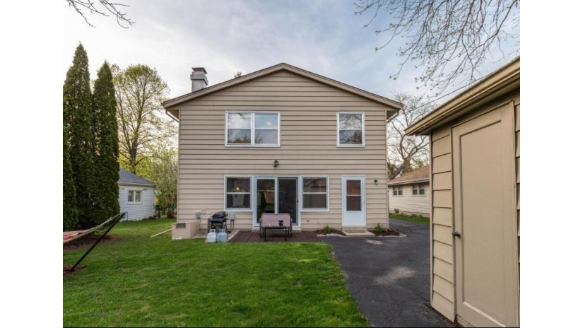 129 W Cherokee CIR Fox Point, WI 53217-2717 by Keller Williams Realty-Milwaukee North Shore $329,000
