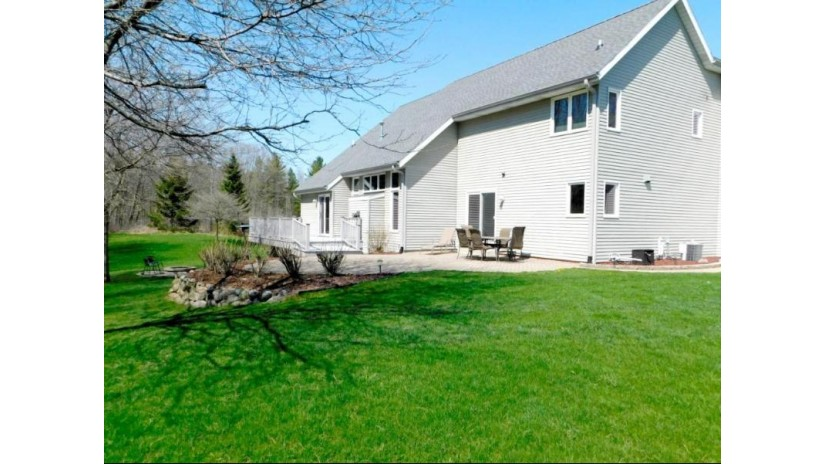 1063 Woodview Dr Grafton, WI 53024-9759 by Realty Executives - Integrity $499,900
