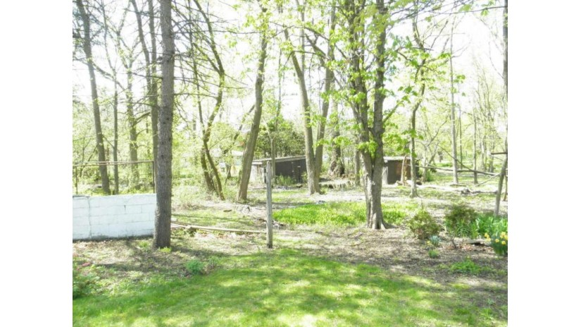 1423 W Brown Deer Rd River Hills, WI 53217-2136 by Jarvis Realty, Inc $295,900