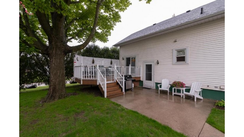 200 Kettle Moraine N DR Slinger, WI 53086-9381 by First Weber Inc - Brookfield $225,000