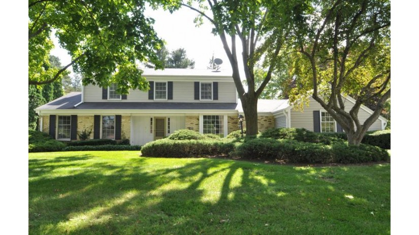 16555 Mary Cliff LN Brookfield, WI 53005-2133 by Re/Max Realty 100 $485,000