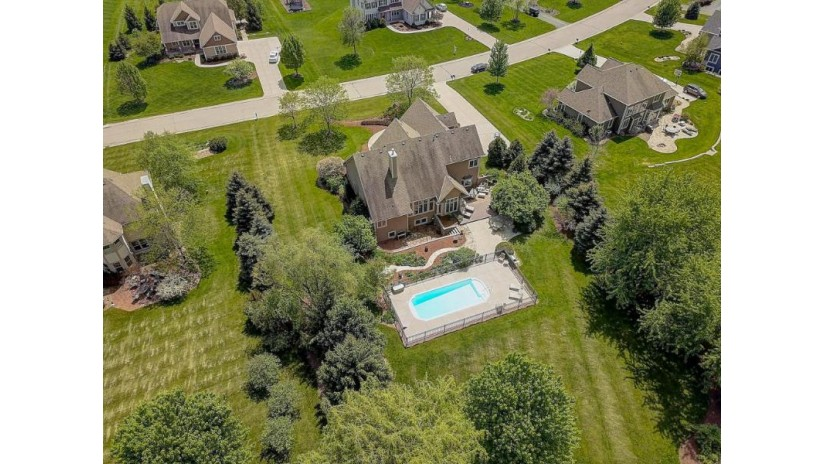 N75W28742 Coldstream Dr Merton, WI 53029-8483 by Re/Max Market Place $574,900