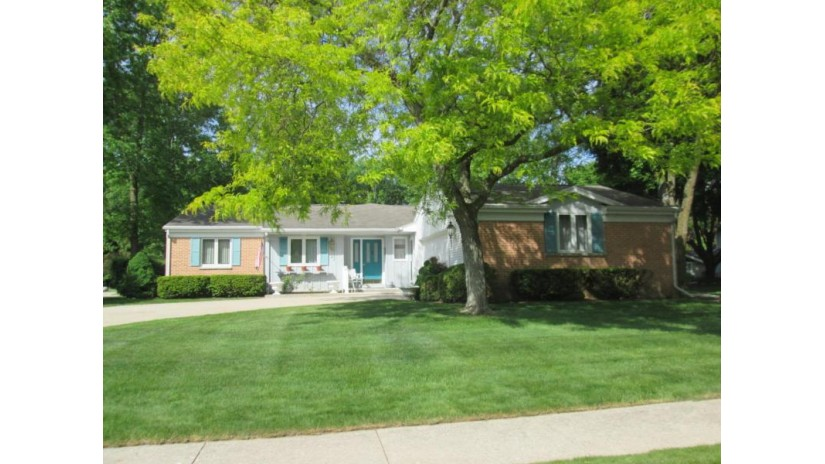 1252 Fleetwood Dr Manitowoc, WI 54220-2316 by Re/Max Port Cities Realtors $269,900