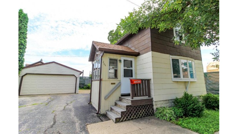204 Taylor St Fond Du Lac, WI 54935-3324 by Re/Max Heritage $42,900