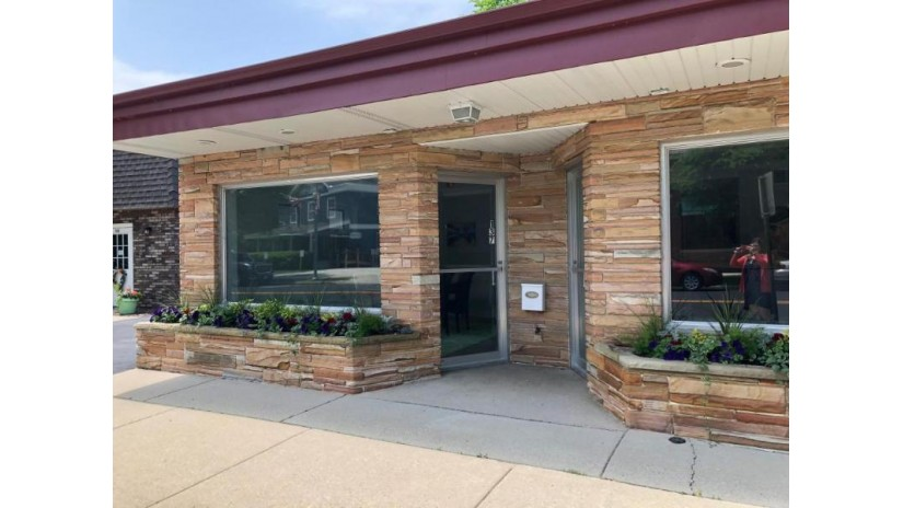 137 Green Bay Rd Thiensville, WI 53092-1674 by First Weber Inc -Npw $249,900