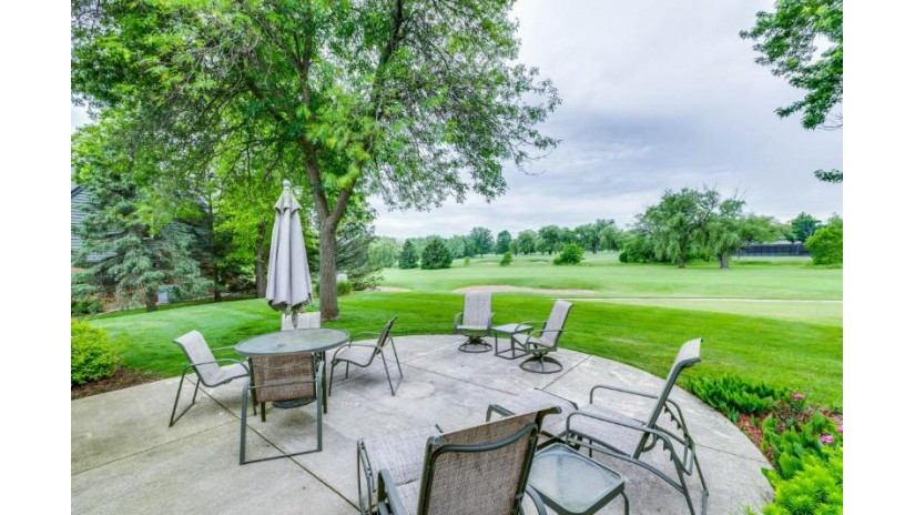 12325 N Golf DR Mequon, WI 53092-2461 by First Weber Inc -Npw $475,000