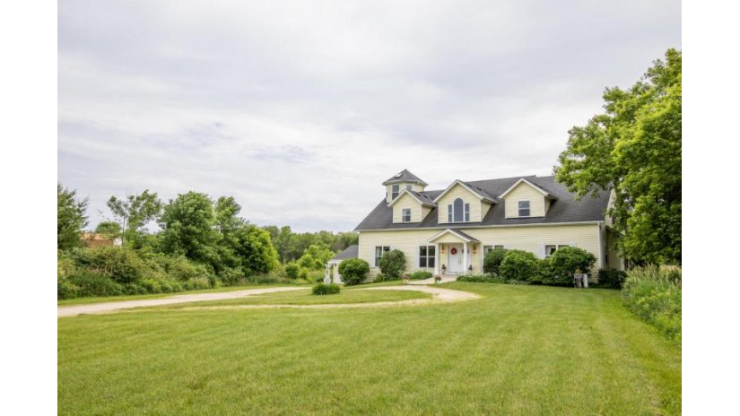 183 Twin Valley Trl Belgium, WI 53013 by Coldwell Banker Residential Brokerage $499,000