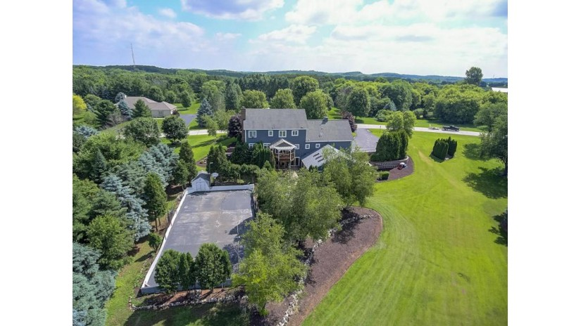 W311S531 Hidden Hollow Delafield, WI 53018-3250 by Realty Executives - Integrity $669,000