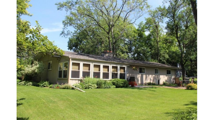 1285 N 124th St Elm Grove, WI 53122-1902 by First Weber Inc - Brookfield $329,900