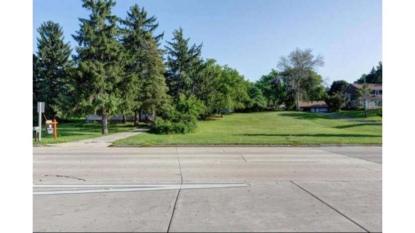 119 W College Ave Oak Creek, WI 53154-1140 by First Weber Inc- Greenfield $300,000