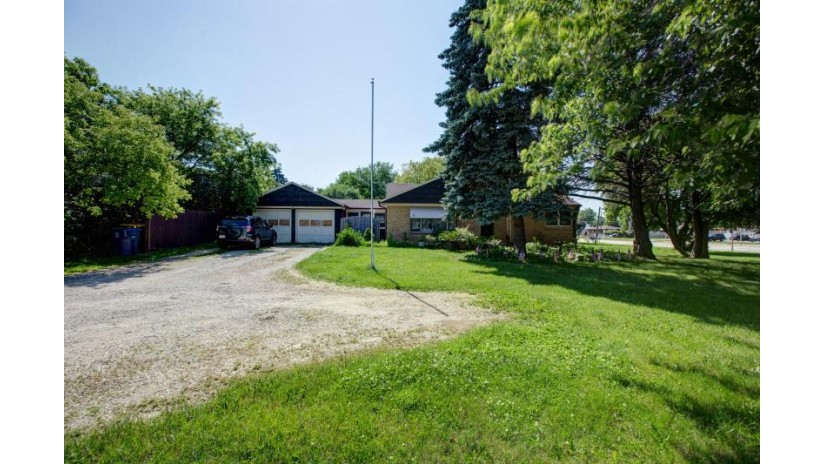6319 S Howell Ave Oak Creek, WI 53154-1101 by First Weber Inc- Greenfield $800,000