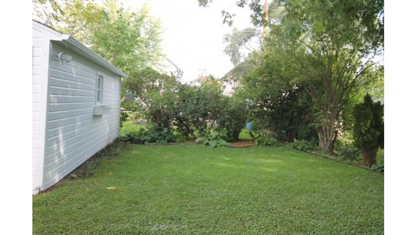 377 3rd St Fond Du Lac, WI 54935-4552 by Adashun Jones Real Estate $84,900