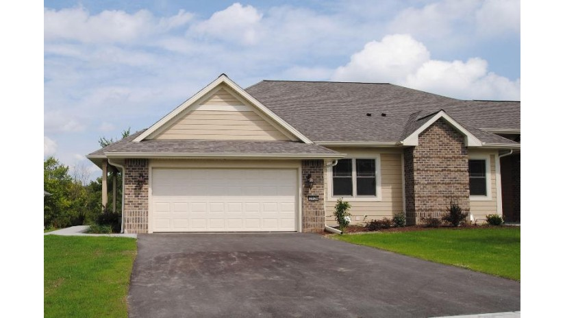 2826 W Villa Dr Franklin, WI 53132 by Foundations Realty Group Llc $369,900