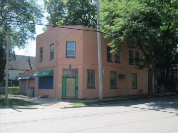 2979 N Palmer St, Milwaukee, WI 53212-2428