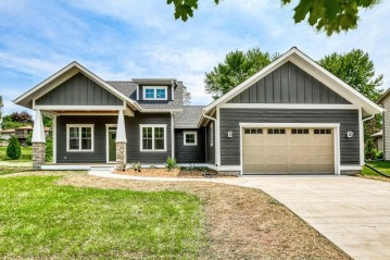 1008 N Grant St, Port Washington, WI 53074