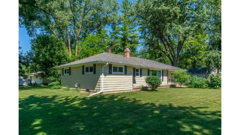 213 LYON Street New London, WI 54961-1015 by Century 21 Ace Realty $149,900