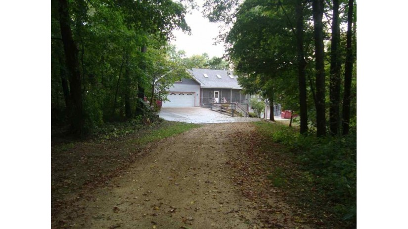 8602 Whispering Bluff Ln Cassville, WI 53806 by Tri-County Realty Swllc $329,900