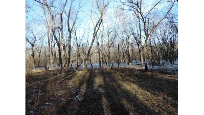 N4699 St Lawrence Bluff Rd Dekorra, WI 53955 by Re/Max Preferred $49,000