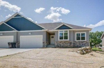 4557 Golf Dr, Windsor, WI 53598