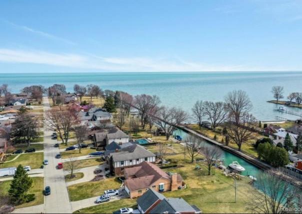 22530 Ardmore Park, Saint Clair Shores, MI, 48081